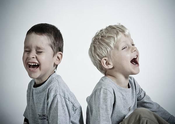 חפצים - עיצוב הבית סודותיו של הצחוק – איך הצחוק יכול להפוך את חיינו לטובים יותר?