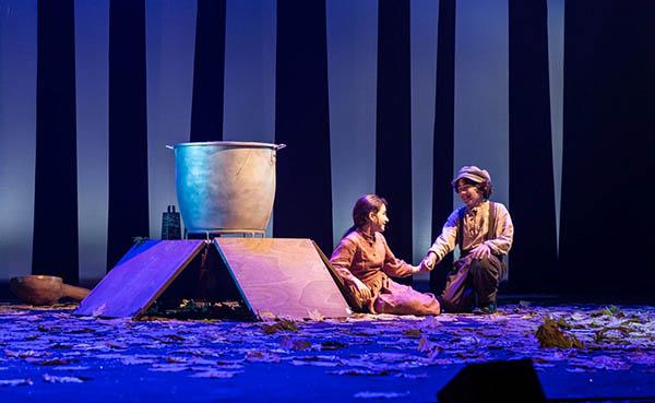 """חפצים - עיצוב הבית להודות לתיאטרון גשר על הצגת הילדים """"רוח התיאטרון"""""""