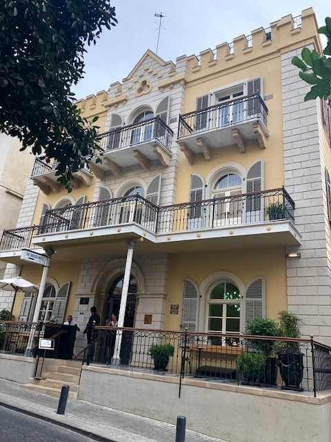 """חפצים - עיצוב הבית שתיינים ורקדנים במרתף הבירה במלון """"ירושלים"""" בת""""א כיום מלון בוטיק """"דריסקו"""""""