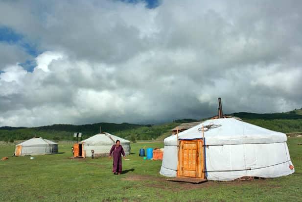 חפצים - עיצוב הבית מונגוליה – להתחבר לנוודים, לחייהם ולנופים יוצאי הדופן העוטפים אותם.</br> מיומנו של מטייל שטיולו הראשון גם חיבר אותו מזה 20 שנה למקום.