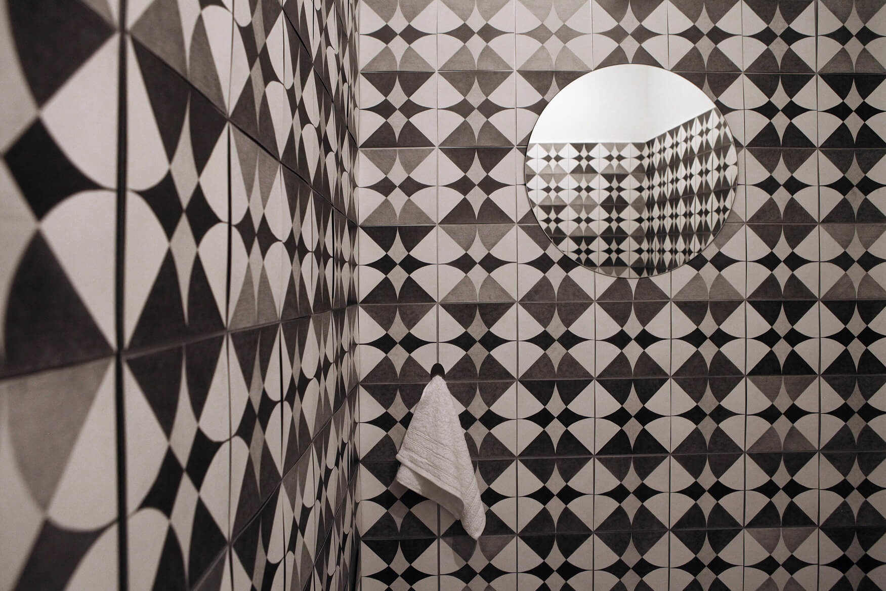 חפצים - עיצוב הבית התערוכה לרישום בבית האמנים בירושלים היא חוויה אמנותית מרחיבה דעת מרגשת.</br>הביאנלה לרישום ה- VII –  אוצרת הדס מאור
