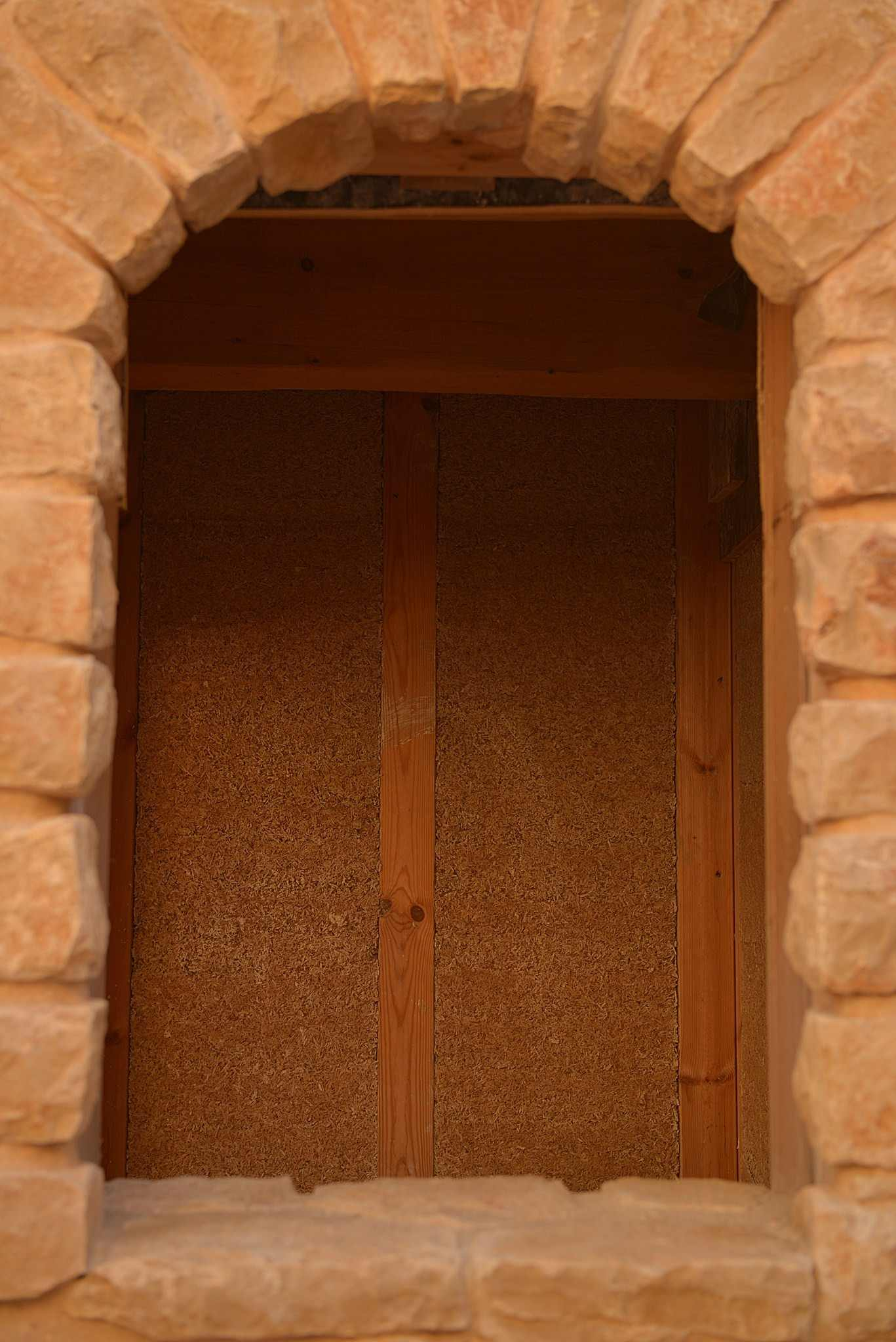 חפצים שילוב שלף קנאביס בקירות בית בר קיימא בעין הוד