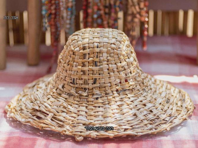 מגזין ''מקו ועד תרבות'' - ''חפצים'' ימי קורונה שאינם מפסיקים להפתיע</br>הכובע מכובע הנזיר