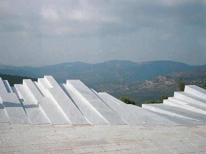 חפצים - עיצוב הבית You won't believe your eyes when visiting Aminadav Forest in the Jerusalem mountains. <br>Sculpture in memory of Arthur Rubinstein.